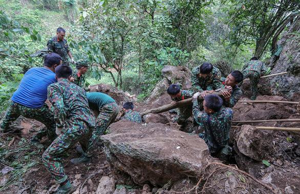 Tìm máu xương đồng đội ở chiến địa Vị Xuyên - Kỳ 1: Xương anh lẫn trong đá, mìn - Ảnh 3.