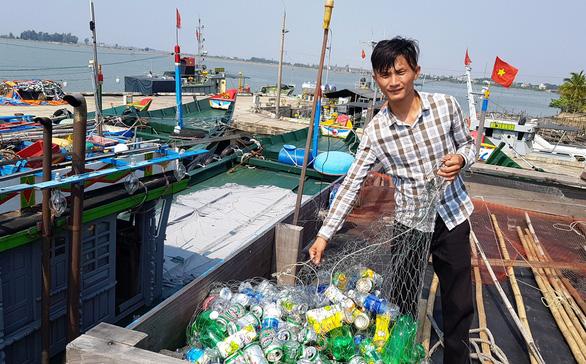 Biến rác biển thành... học bổng - Ảnh 1.