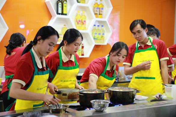 SIU chú trọng đào tạo kỹ năng thực tế cho sinh viên quản trị nhà hàng - khách sạn - Ảnh 3.