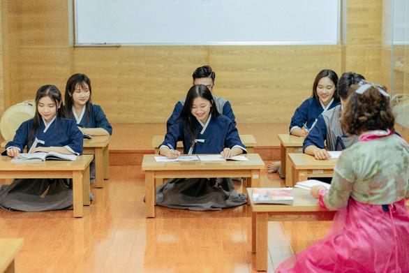 Trường Đại học Văn Hiến hỗ trợ học phí cho Tân Sinh viên - Ảnh 4.
