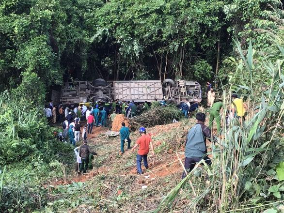 Khởi tố tài xế xe khách rơi xuống vực làm 6 người chết ở Kon Tum - Ảnh 1.
