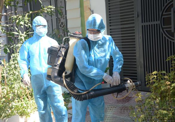 Chuyên gia quốc tế vào Việt Nam phải có xét nghiệm âm tính với COVID-19 - Ảnh 1.