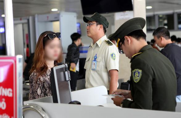 2 người nhập cảnh lậu từ Trung Quốc suýt lên máy bay khai đi nhóm 7 người - Ảnh 1.