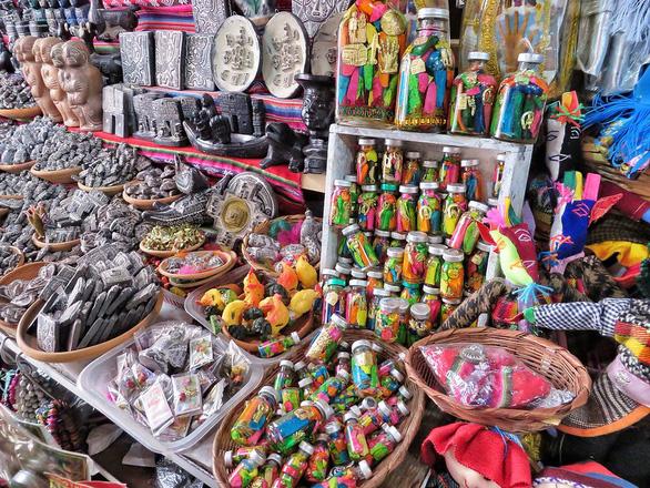 Đi chợ chuyên doanh bùa: xác cóc ếch khô, nhau thai khô, công thức kích thích... - Ảnh 2.
