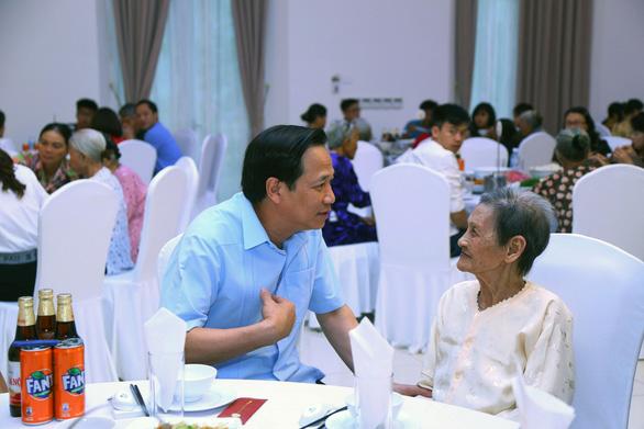 Lần đầu tiên, 300 Mẹ Việt Nam anh hùng gặp nhau tại Hà Nội - Ảnh 2.