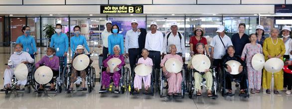 Lần đầu tiên, 300 Mẹ Việt Nam anh hùng gặp nhau tại Hà Nội - Ảnh 1.