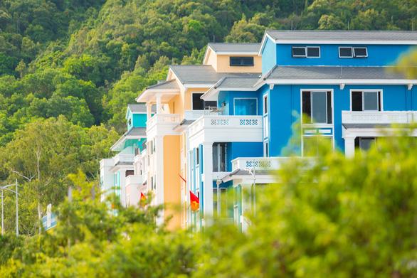 Khám phá Thành phố giải trí sôi động nằm bên vịnh Bái Tử Long - Ảnh 2.