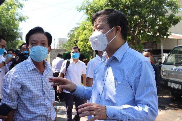 Lập 5 tổ y tế cộng đồng quản lý 130 hộ gần nhà bệnh nhân 416 Đà Nẵng - Ảnh 1.