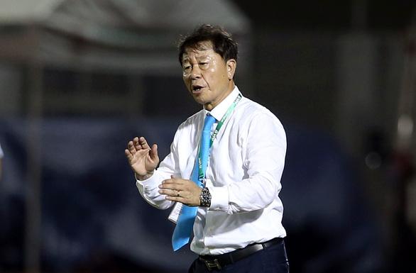 Sau trận thua Hà Nội, CLB TP.HCM thay HLV Chung Hae Soung - Ảnh 1.