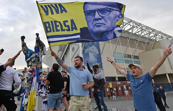 Leeds United ngày trở lại: Kẻ đáng ghét, cũng là kẻ được mong chờ nhất - Ảnh 1.