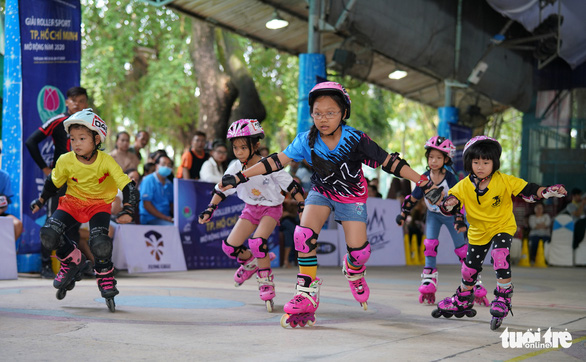 300 vận động viên nhí đua trượt patin ở Đầm Sen - Ảnh 2.