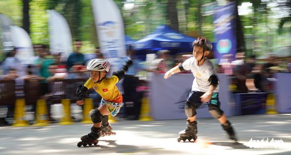 300 vận động viên nhí đua trượt patin ở Đầm Sen - Ảnh 5.