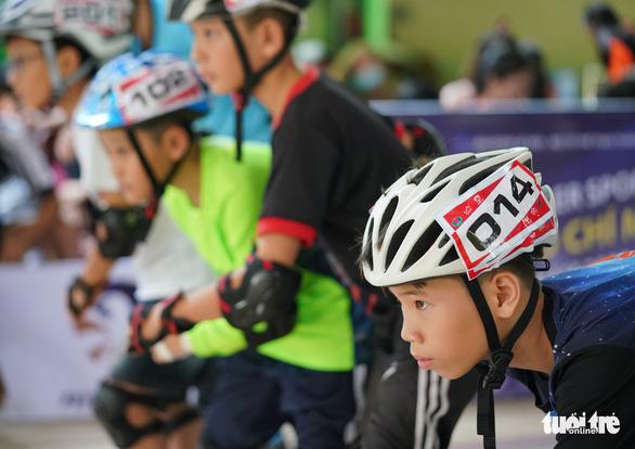 300 vận động viên nhí đua trượt patin ở Đầm Sen - Ảnh 9.