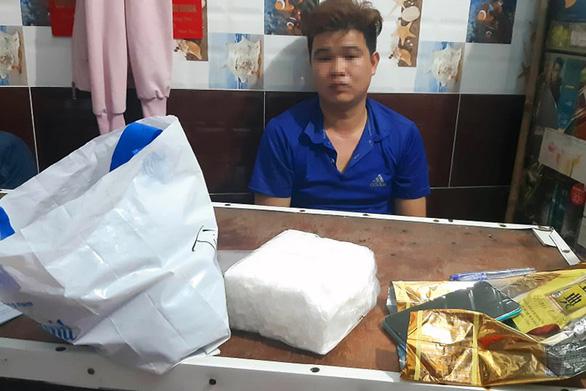 Bắt nhóm 5 người đưa ma túy từ Nghệ An mang vô Đồng Nai bán - Ảnh 1.