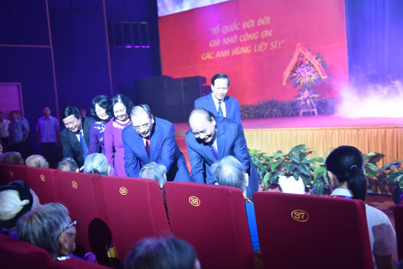 Thủ tướng Nguyễn Xuân Phúc: Không để các Mẹ Việt Nam anh hùng cô đơn, thiếu thốn - Ảnh 2.