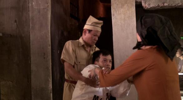 Tái hiện cuộc gặp mặt xúc động của Nguyễn Đức Cảnh với mẹ trong nhà tù Hỏa Lò - Ảnh 1.