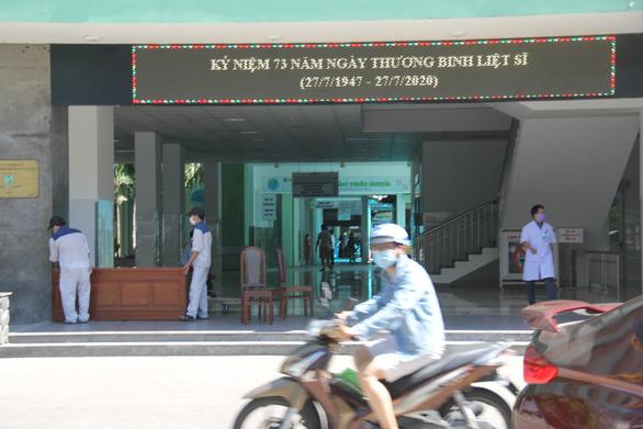 Cách ly thêm một bệnh viện ở Đà Nẵng - Ảnh 1.