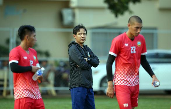 Dàn trợ lý Hàn Quốc nghỉ hết, CLB TP.HCM mời Minh Phương làm trợ lý - Ảnh 2.