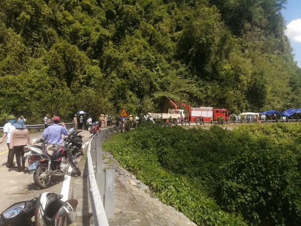 Phó thủ tướng thường trực vào Quảng Bình sau vụ lật xe làm 13 người chết - Ảnh 6.