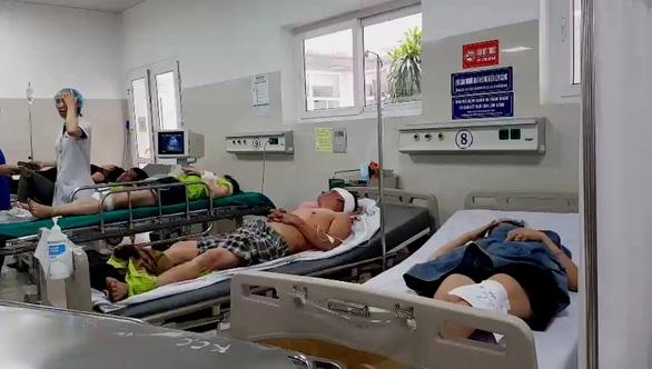 Phó thủ tướng thường trực vào Quảng Bình sau vụ lật xe làm 13 người chết - Ảnh 3.