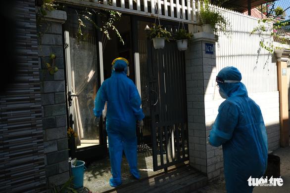 Điều tra dịch tễ, khử trùng khu vực nhà bệnh nhân người Đà Nẵng thứ hai nhiễm virus corona - Ảnh 2.