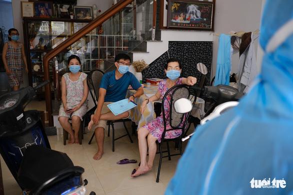 Điều tra dịch tễ, khử trùng khu vực nhà bệnh nhân người Đà Nẵng thứ hai nhiễm virus corona - Ảnh 1.