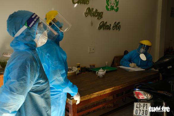 Điều tra dịch tễ, khử trùng khu vực nhà bệnh nhân người Đà Nẵng thứ hai nhiễm virus corona - Ảnh 3.