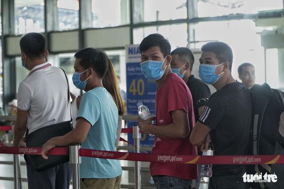 Hàng ngàn khách hủy chuyến bay đến Đà Nẵng - Ảnh 1.