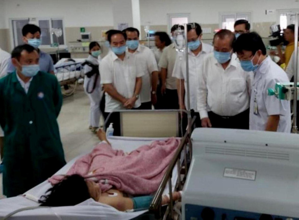 Phó thủ tướng thường trực vào Quảng Bình sau vụ lật xe làm 13 người chết - Ảnh 1.