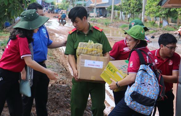 Bí thư thứ nhất Trung ương Đoàn, hoa hậu HHen Niê thăm cựu TNXP, gia đình chính sách - Ảnh 4.