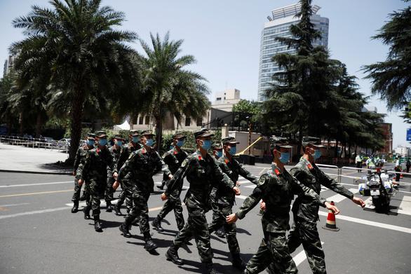 Bắc Kinh nói Mỹ chẳng khác trộm đạo khi phá cửa lãnh sự quán ở Houston - Ảnh 2.
