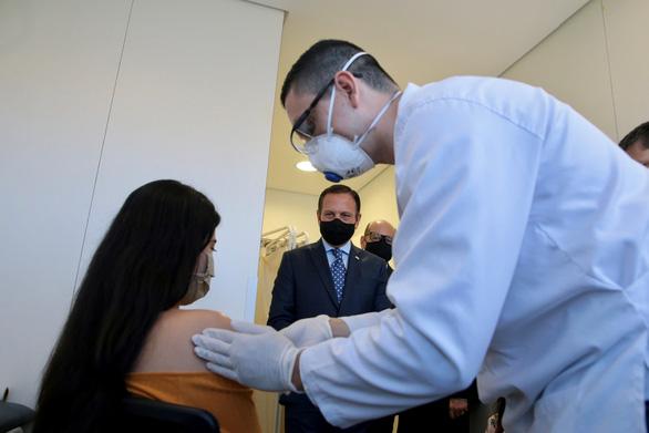EU chê vắcxin WHO cung cấp mắc và chậm, tự tìm hướng đi mới - Ảnh 1.