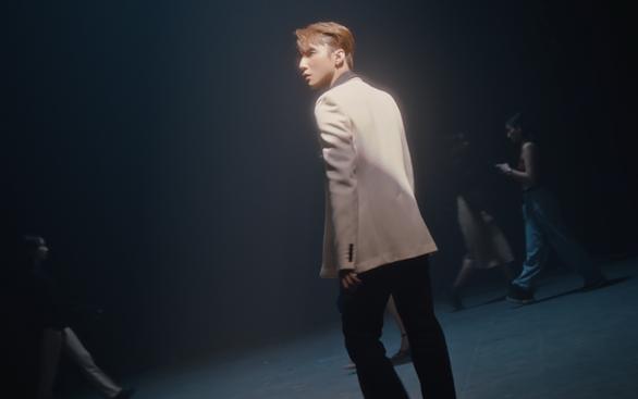 Sơn Tùng xuất hiện trong clip: Tôi không theo số đông, tôi khác biệt - Ảnh 2.