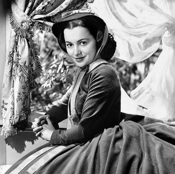 Olivia de Havilland - nữ diễn viên Cuốn theo chiều gió qua đời ở tuổi 104 - Ảnh 1.