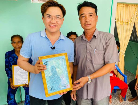 Dịch COVID-19, nghệ sĩ làm từ thiện: Mổ tim cho trẻ em, mổ mắt cho người nghèo - Ảnh 3.