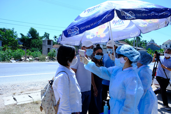 Chốt kiểm tra y tế vào cửa ngõ Quảng Ngãi phòng chống COVID-19 hoạt động trở lại - Ảnh 3.