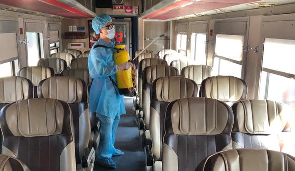 Đường sắt tăng chuyến đưa khách rời Đà Nẵng - Ảnh 1.