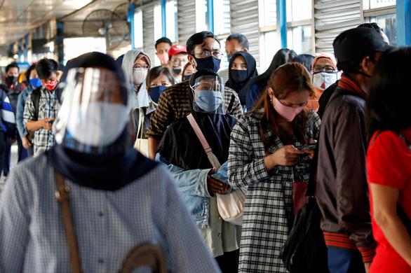 Indonesia vượt 100.000 ca nhiễm sau 1 tháng thiết lập bình thường mới - Ảnh 1.