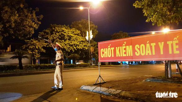 Huế dừng xe buýt đi Đà Nẵng, người về sau 10-7 phải cách ly ở nhà - Ảnh 1.