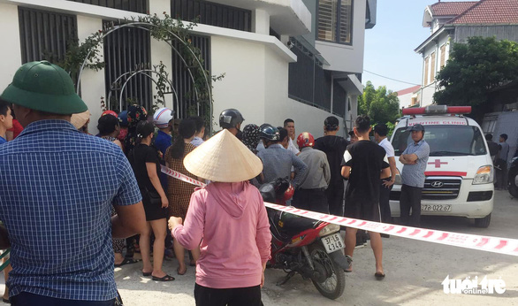 Một phụ nữ bị đâm chết tại chỗ khi đang trên đường đi chợ - Ảnh 1.
