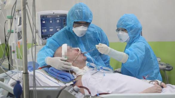 Đài BBC phỏng vấn phi công Anh: Tất cả bác sĩ giỏi nhất VN vào cuộc cứu anh ấy - Ảnh 3.
