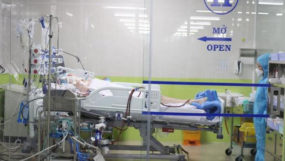Đài BBC phỏng vấn phi công Anh: Tất cả bác sĩ giỏi nhất VN vào cuộc cứu anh ấy - Ảnh 2.
