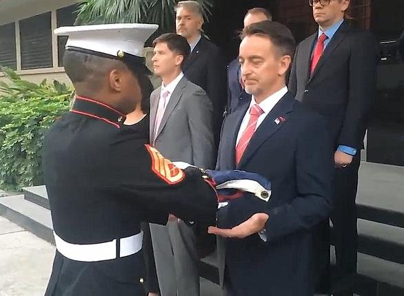 Tổng lãnh sự Mỹ nghẹn ngào từ biệt người dân Trung Quốc, chủ báo Hoàn Cầu mỉa mai - Ảnh 1.