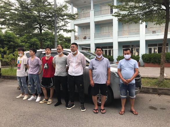 CSGT chặn 5 người Trung Quốc nhập cảnh trái phép để bay vào TP.HCM - Ảnh 1.