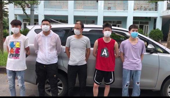 5 người Trung Quốc khai thuê lái đò... 300.000 đồng đi 4 tiếng đường sông vào Việt Nam - Ảnh 1.