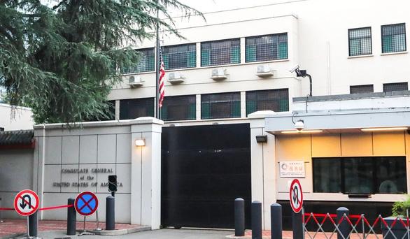 Trung Quốc vào cửa trước, tiếp quản lãnh sự quán Mỹ ở Thành Đô - Ảnh 1.