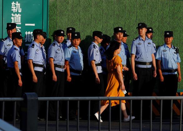 Trung Quốc vào cửa trước, tiếp quản lãnh sự quán Mỹ ở Thành Đô - Ảnh 2.