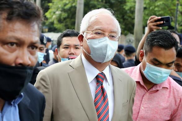 Cựu thủ tướng Malaysia Najib Razak bị tuyên 7 tội tham nhũng - Ảnh 1.