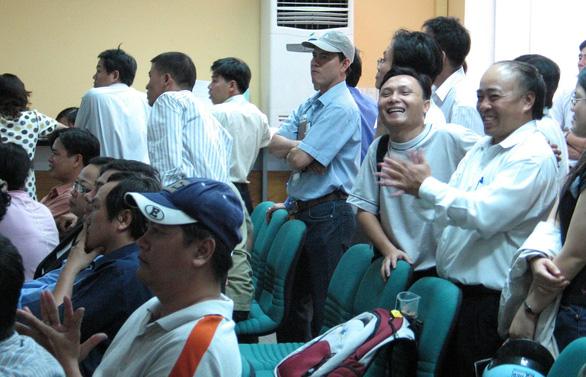 Chuyện chưa kể 20 năm thị trường chứng khoán Việt Nam - Kỳ 2: Những ngày ngây thơ, ngây ngất - Ảnh 2.