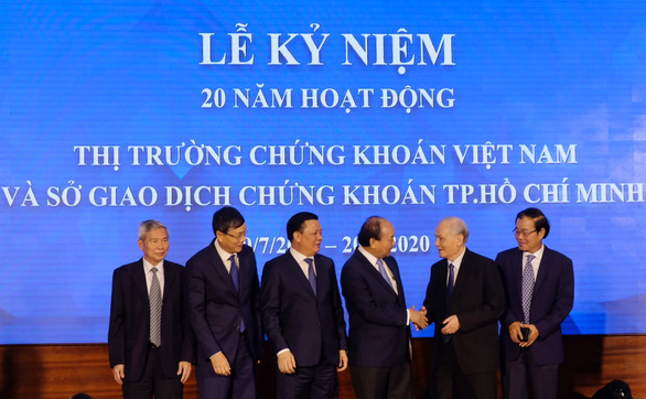 Chuyện chưa kể 20 năm thị trường chứng khoán Việt Nam - Kỳ 1: Xây móng chợ tiền - Ảnh 2.